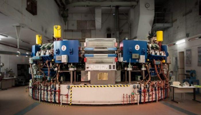 salle-de-controle-du-pionnier-des-collisionneurs-de-particules